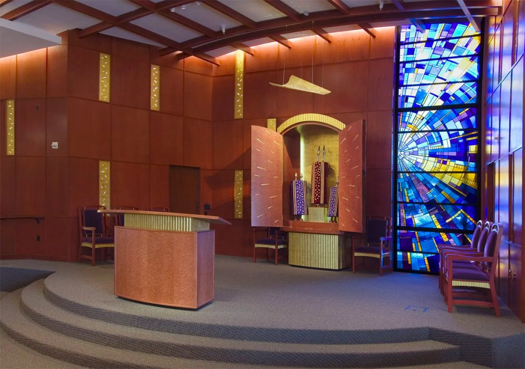 Solel Temple A collaboration between Laurie Gross Studios and Schürch Woodwork