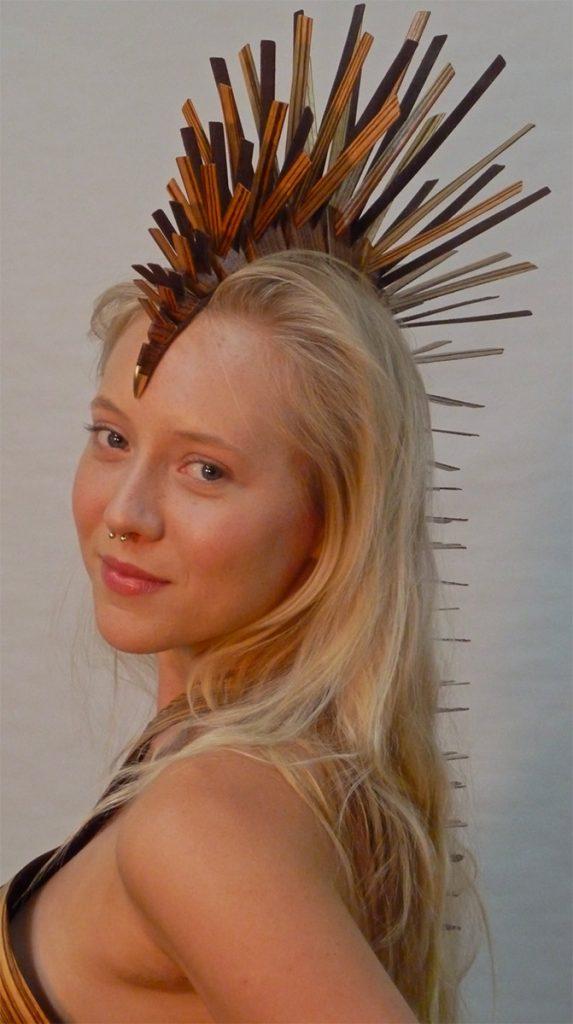 A fitting headdress for the Bustier-de-Bois
